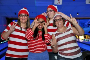 Waldo's Lucky Strikers (Tammy Ford, Maria Albanese, Katie Yeomans et Carrie-Anne White, employées administratives)